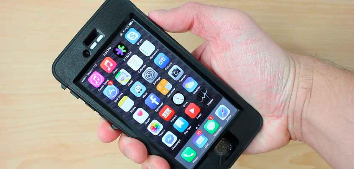фотография подводного чехла для защиты айфона